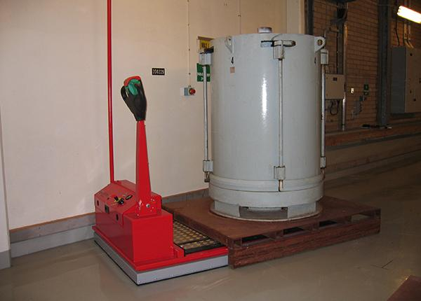 10t handling of lead waste container