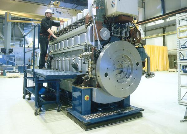 14 t assembly line for diesel engines handling